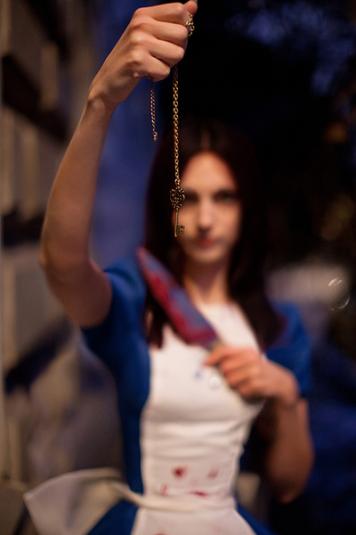Анна Молева — косплей на Алису №2