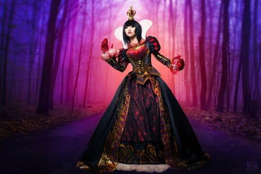 Yaya Han — косплей на Королеву из игры Alice Madness Return