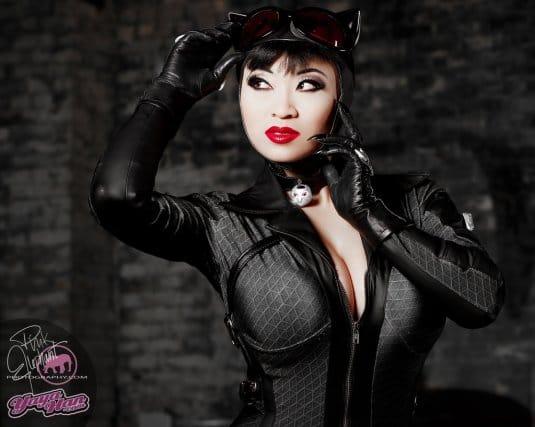 Yaya Han — косплей на Женщину-кошку №1