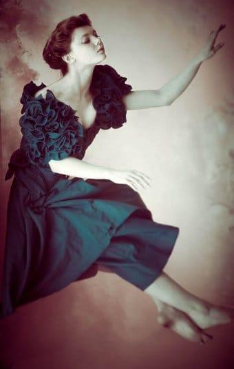 Ксения Шелковская —косплей на Алису в полете из «Алиса в стране чудес»